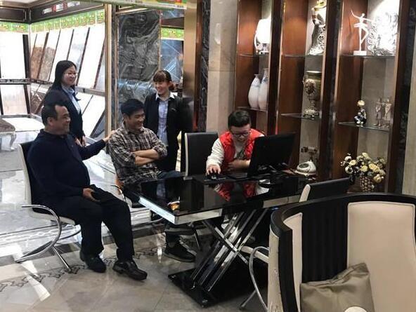 顺成集团董事长梁有福视察顺辉瓷砖河南市场收录音机
